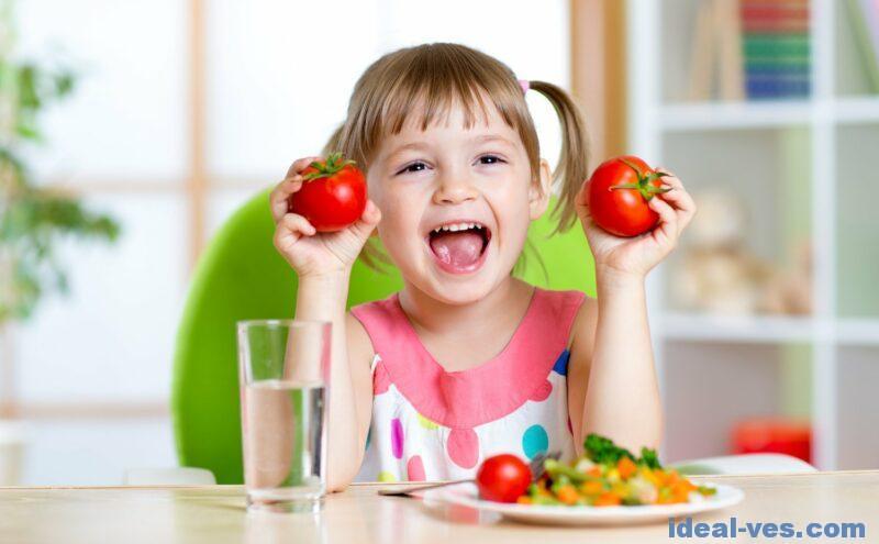 Начинайте приучать ребенка к фруктам и овощам