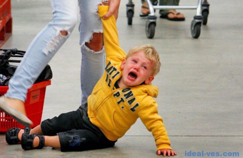 Как остановить истерику ребенка в магазине?