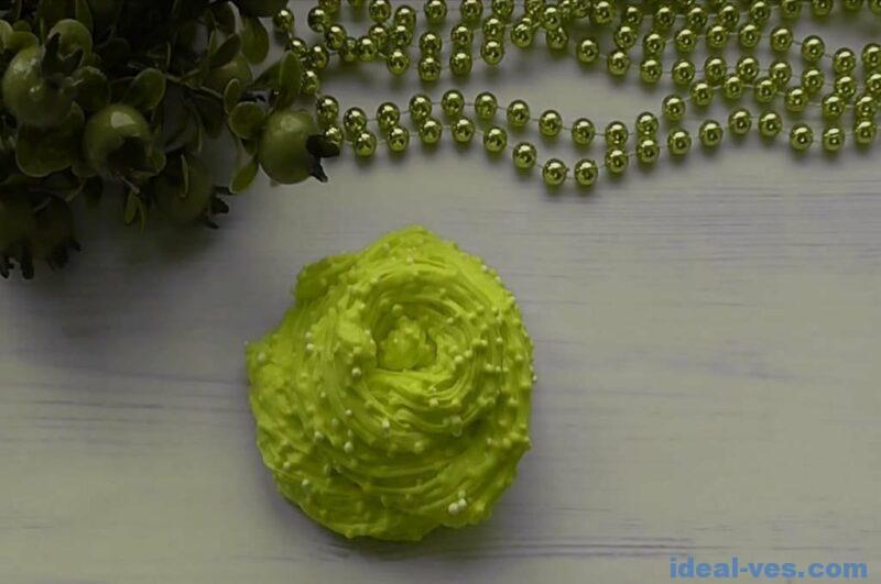Слайм из легкого пластилина с шариками